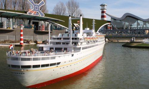 Tewaterlating van het ss Rotterdam in Madurodam